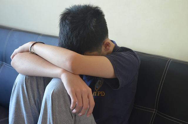 Junge_traurig