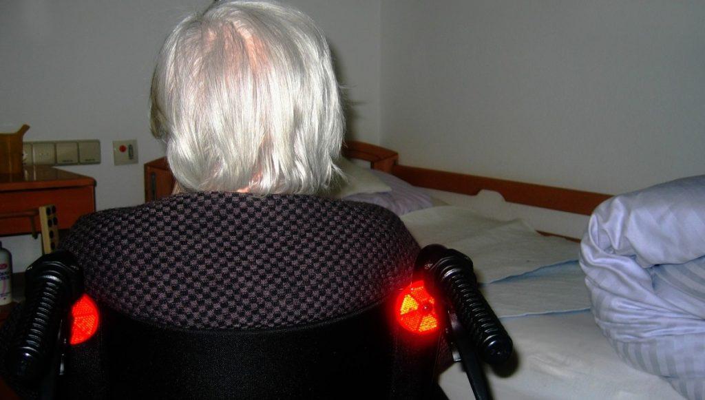 Gruppenvergewaltigung: Armutsflüchtlinge vergewaltigen bettlägerige Oma im Schlaf krankenhausreif